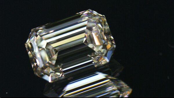 Un diamante de la fábrica de Smolensk - Sputnik Mundo