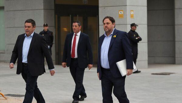 El cesado vicepresidente de la Generalitat de Cataluña, Oriol Junqueras (derecha), llega a la Audiencia Nacional para declarar por rebelión - Sputnik Mundo