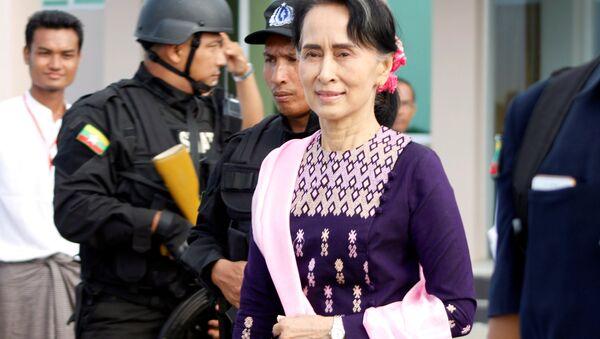 La consejera de Estado de Birmania, Aung San Suu Kyi, llega a Rakaín - Sputnik Mundo