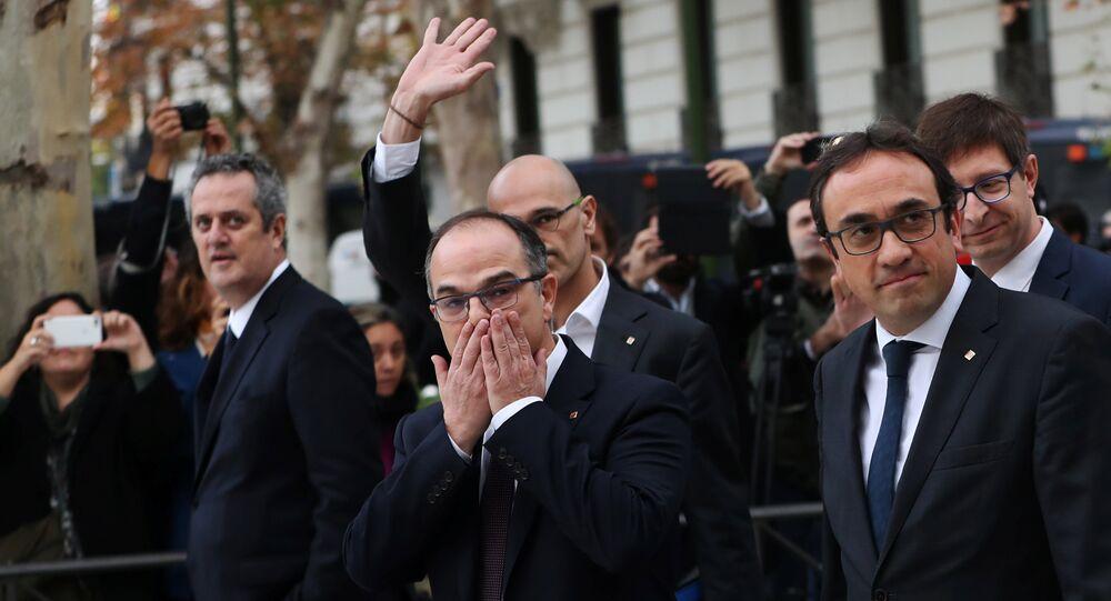 De izquierda a derecha los exconsejeros Joaquim Forn, Raül Romeva, Jordi Turull, Josep Rull y Germà Gordó