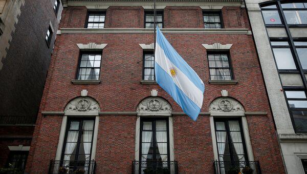 Bandera argentina izada a media asta en Nueva York - Sputnik Mundo