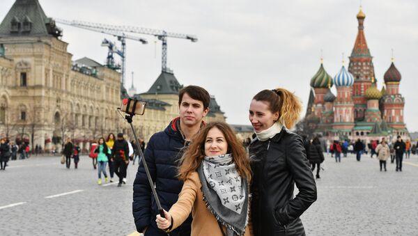 Los turistas en la Plaza Roja, Moscú - Sputnik Mundo
