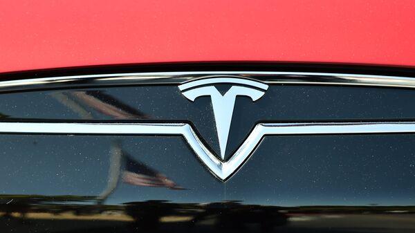 El logo de Tesla - Sputnik Mundo