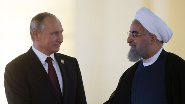 Vladímir Putin y el presidente de Irán Hasán Rohani - Sputnik Mundo