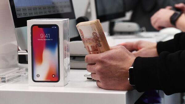 Los primeros compradores del nuevo IPhone X en Moscú - Sputnik Mundo