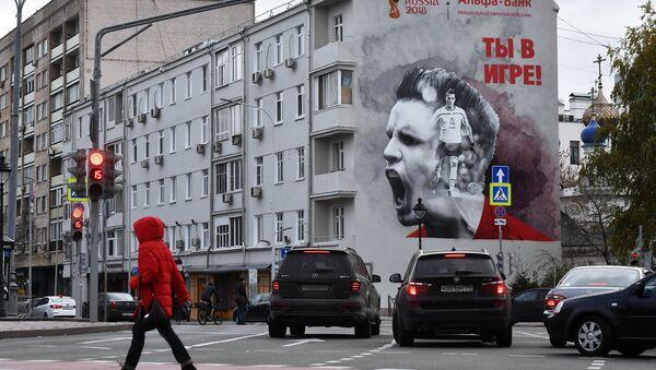 Uno de los grafitis que aparecieron en Moscu 220 dias antes de la celebracion del Mundial 2018 - Sputnik Mundo