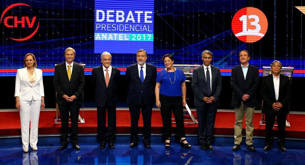 Los candidatos a la presidencia en Chile durante el debate televisivo