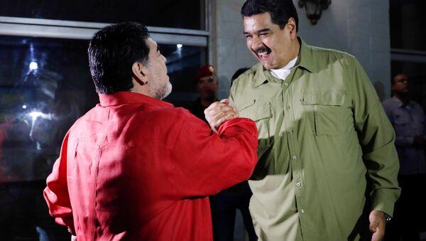 Diego Maradona, el futbolista argentino y Nicolás Maduro, presidente de Venezuela - Sputnik Mundo