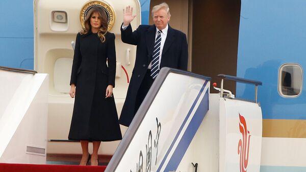 Donald Trump, e presidente de EEUU, inicia su visita oficial a China - Sputnik Mundo