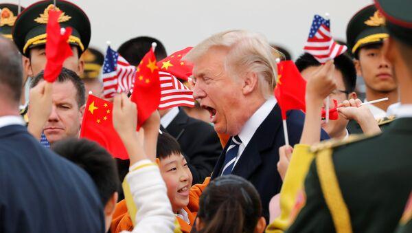 Donald Trump, presidente de EEUU, llega a China - Sputnik Mundo