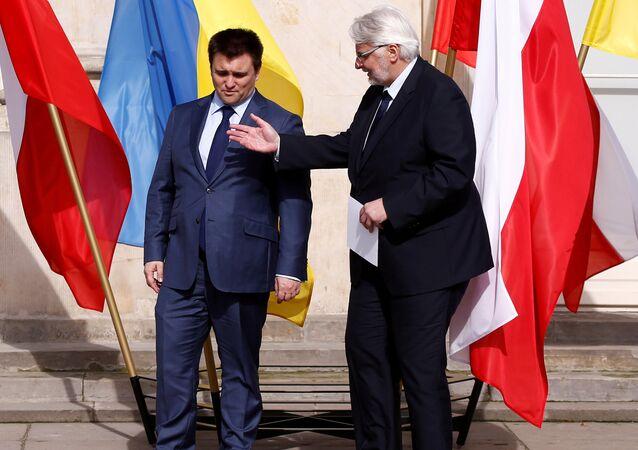 El Ministro de Asuntos Exteriores de Ucrania, Klimkin, con su homólogo polaco, Waszczykowski, en una reunión en Varsovia