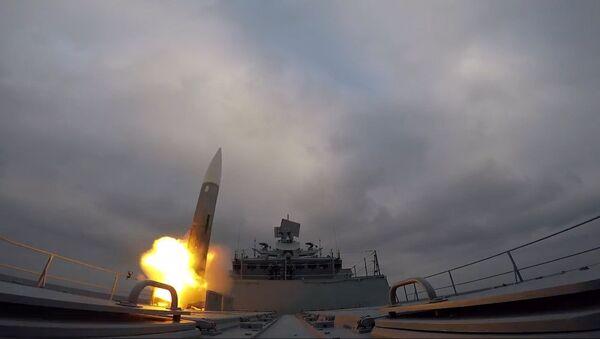 Una fragata rusa derriba 'misiles enemigos' en el mar Báltico - Sputnik Mundo