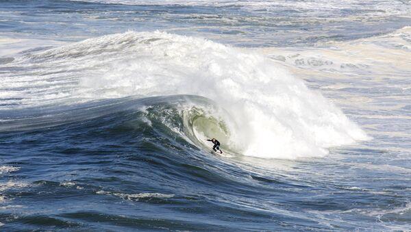Andrew Cotton, surfista británico - Sputnik Mundo