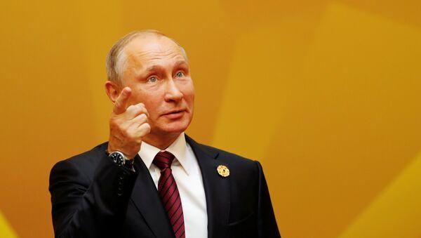 Vladímir Putin, presidente de Rusia, llega a la primera reunión de trabajo de los líderes de la APEC - Sputnik Mundo
