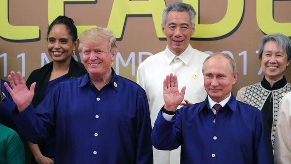 El presidente de EEUU, Donald Trump, y su homólogo ruso, Vladímir Putin - Sputnik Mundo
