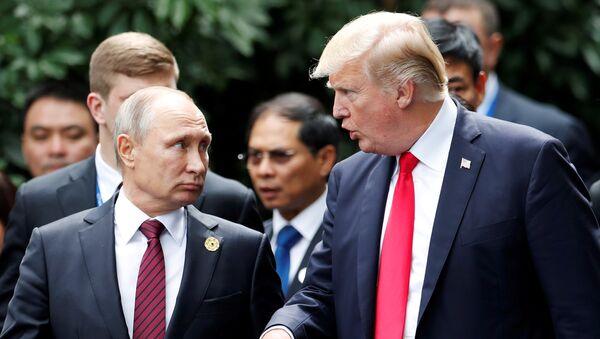 El presidente de Rusia, Vladímir Putin, y su homólogo estadounidense, Donald Trump - Sputnik Mundo