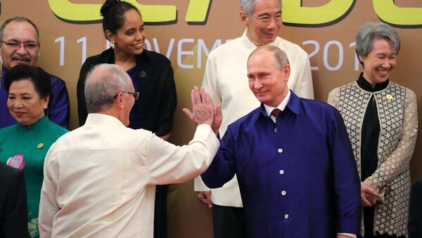 El presidente de Perú, Pedro Pablo Kuczynski, con su homólogo ruso, Vladímir Putin - Sputnik Mundo