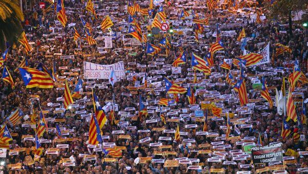 Manifestaciones en Barcelona por la libertad de los independentistas presos - Sputnik Mundo