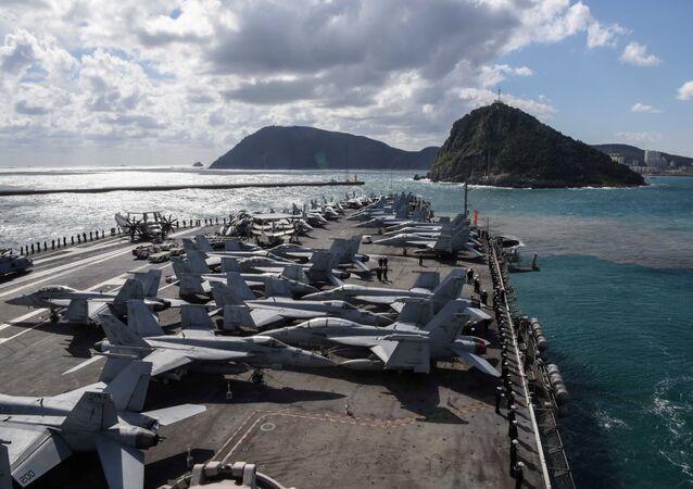 El portaviones estadounidense USS Ronald Reagan en las aguas de la península de Corea