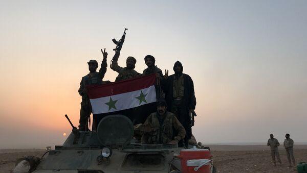 Tropas sirias en los alrededores de Abu Kamal, Siria - Sputnik Mundo