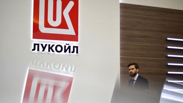 Logo de la petrolera rusa Lukoil - Sputnik Mundo