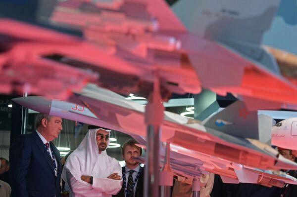 Los momentos más espectaculares del salón aeroespacial internacional Dubai Airshow 2017 - Sputnik Mundo