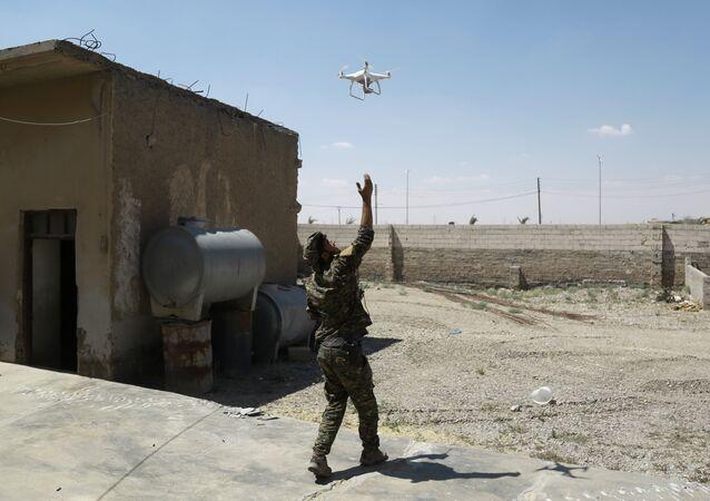Un dron en el cielo sobre Siria, imagen referencial