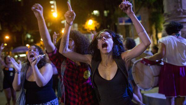 Manifestación contra la prohibición del aborto en Brasil - Sputnik Mundo