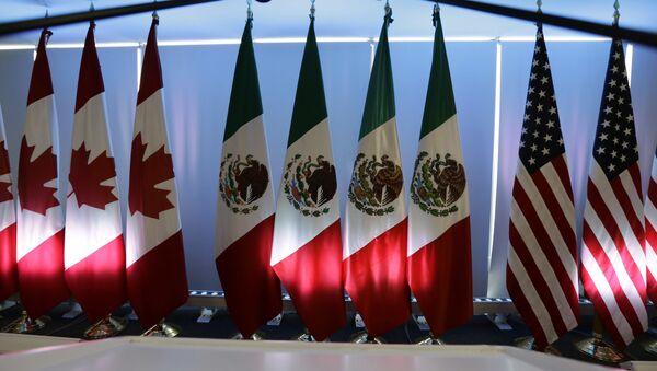 Banderas de Canadá, México y Estados Unidos - Sputnik Mundo