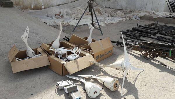 Piezas de drones encontrados en los almacenes de armas de los terroristas en Deir Ezzor  - Sputnik Mundo
