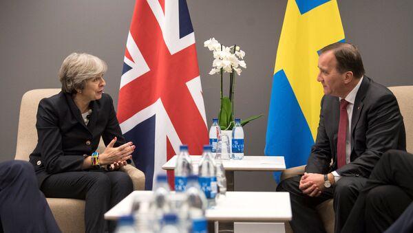 La primera ministra del Reino Unido, Theresa May, y su par sueco, Stefan Lofven - Sputnik Mundo