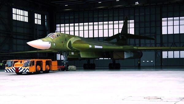 El modernizado Tu-160, listo para el despegue - Sputnik Mundo