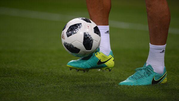 Una pelota de fútbol (imagen referencial) - Sputnik Mundo