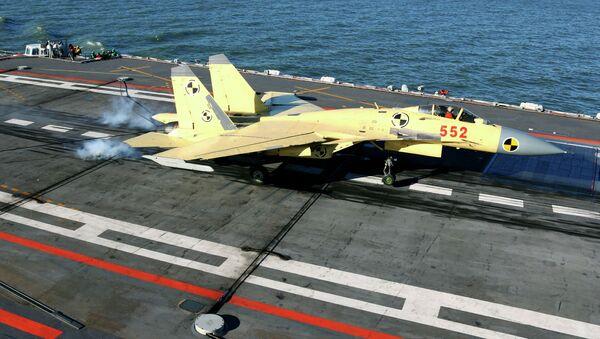 El avión de combate chino J-15 - Sputnik Mundo