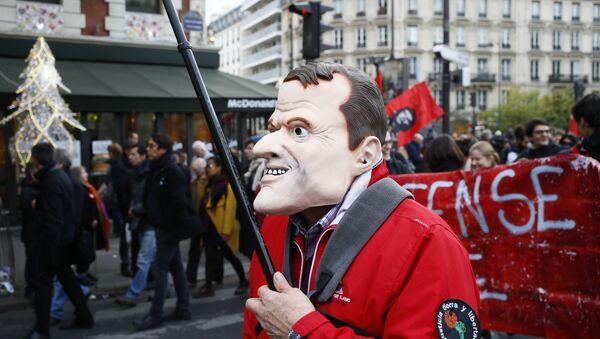 Protesta contra las reformas impulsadas por el presidente francés, Emmanuel Macron, París, Francia, 16 de noviembre de 2017 - Sputnik Mundo