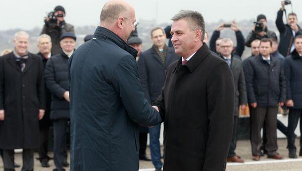 Pavel Filip, primer ministro de Moldavia y Vadim Krasnoselsky, líder de la república autoproclamada de Transnistria - Sputnik Mundo