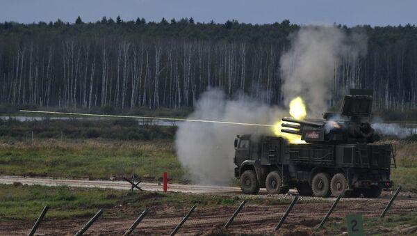 El sistema antiaéreo ruso Pántsir-S1 atacando un blanco (imagen referencial) - Sputnik Mundo