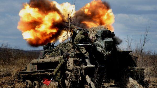 El 2S5 Giatsint-S (del ruso 'jacinto') es un cañón autopropulsado de 152mm cuya misión principal es la destrucción de posiciones fortificadas de un potencial enemigo a distancias de hasta 30 kilómetros. - Sputnik Mundo