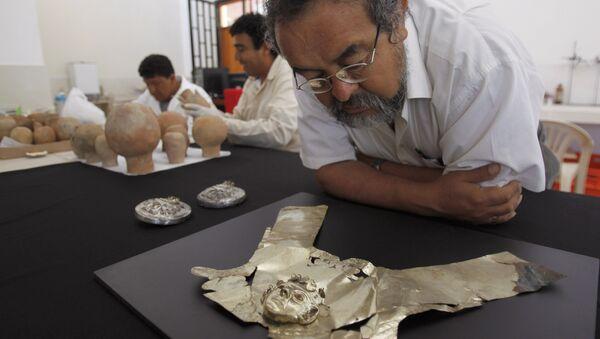 Walter Alva, arqueólogo peruano, en el Museo Tumbas Reales de Sipán que él dirige - Sputnik Mundo