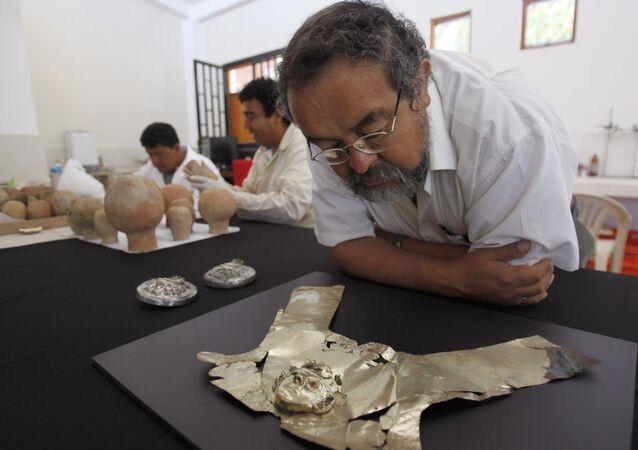 Walter Alva, arqueólogo peruano, en el Museo Tumbas Reales de Sipán que él dirige