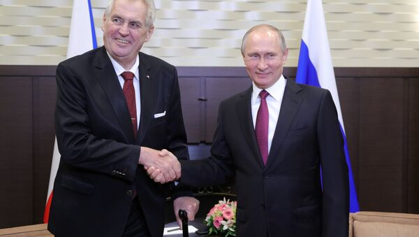 El presidente checo, Milos Zeman y so homólogo ruso, Vladímir Putin - Sputnik Mundo