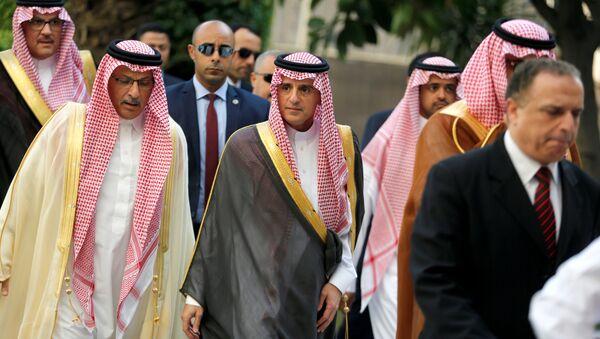 Adel Jubeir, el ministro saudí de Asuntos Exteriores (centro) - Sputnik Mundo