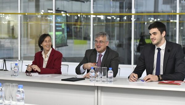 El Embajador de España en Rusia, Ignacio Ibáñez Rubio (en el centro de la imagen) durante su visita al parque tecnológico de Skolkovo - Sputnik Mundo