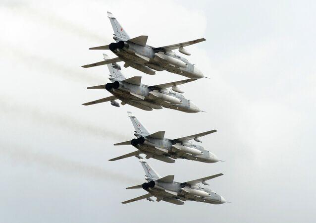 Bombarderos rusos Su-24 (archivo)
