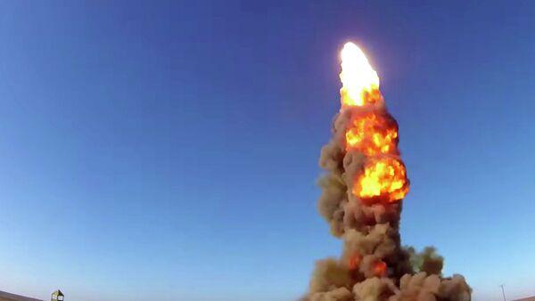 Lanzamiento de un proyectil de un sistema antimisiles ruso - Sputnik Mundo