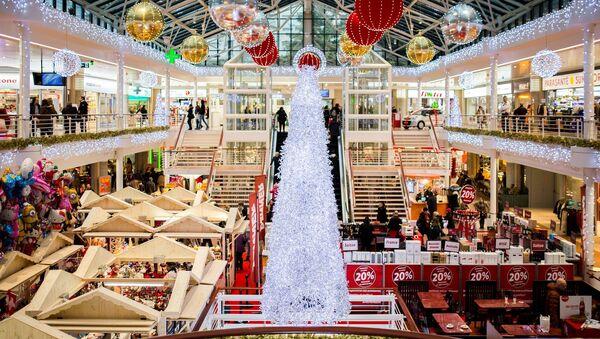 Un centro comercial durante las rebajas de Navidad (imagen ilustrativa) - Sputnik Mundo