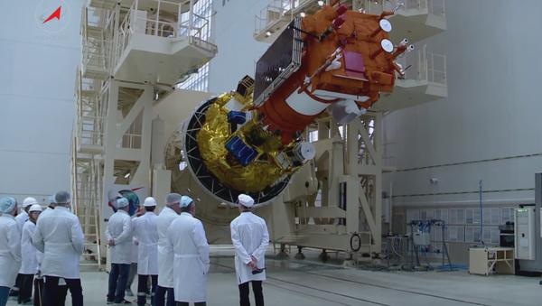 Así se preparan los satélites rusos para surcar el espacio - Sputnik Mundo