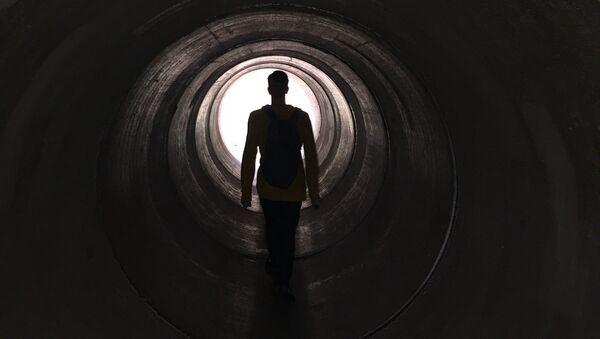 La luz al final del túnel (imagen ilustrativa) - Sputnik Mundo