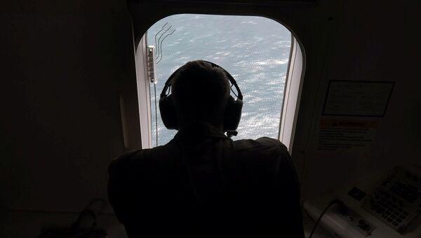 Un oficial de la Marina de EEUU ayuda a buscar el submarino ARA San Juan - Sputnik Mundo