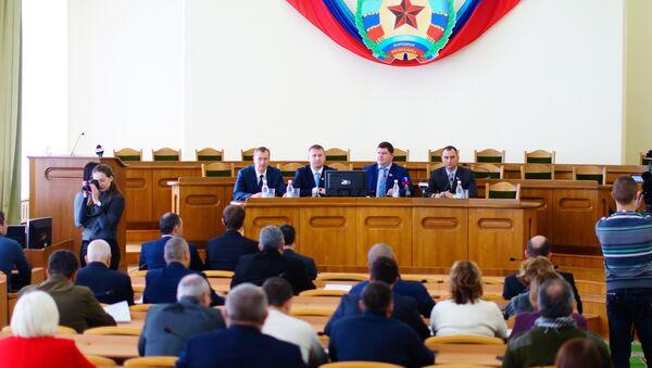 El Consejo Popular de la República de Lugansk aprueba la dimisión de Plotnitski - Sputnik Mundo